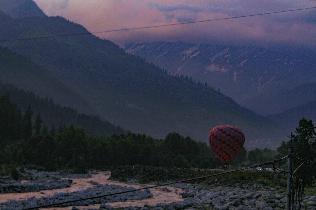 A view of Beas River and Hot Air Balloon in Manali, Himachal Pradesh