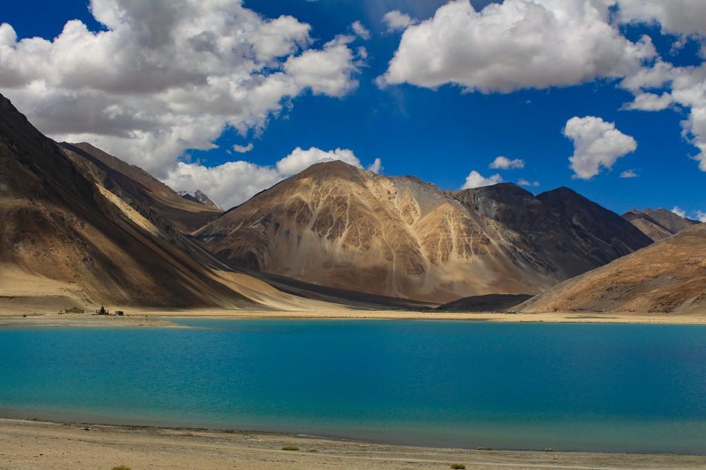 Scenic Pangong Tso Lake, Ladakh - Peaceful places in India