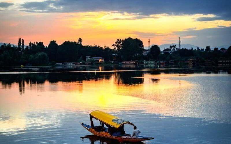 Dal Lake - Kashmir Tour